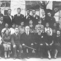 Maestro tvrz u prvom redu u sredini dirigent mješovitog hora i tamburaskog orkestra kud Bobas u Kotor Varošu pred početak drugog svjetskog rata